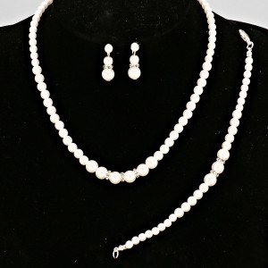 1455725511447_crystalaccentpearlnecklaceset